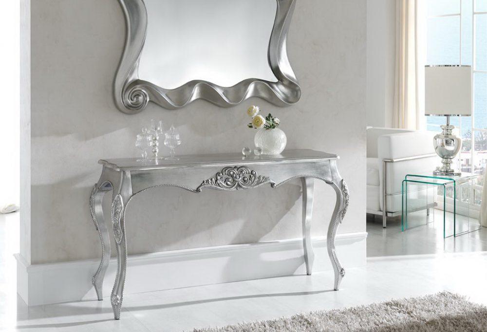 Мебель для прихожей с серебром.